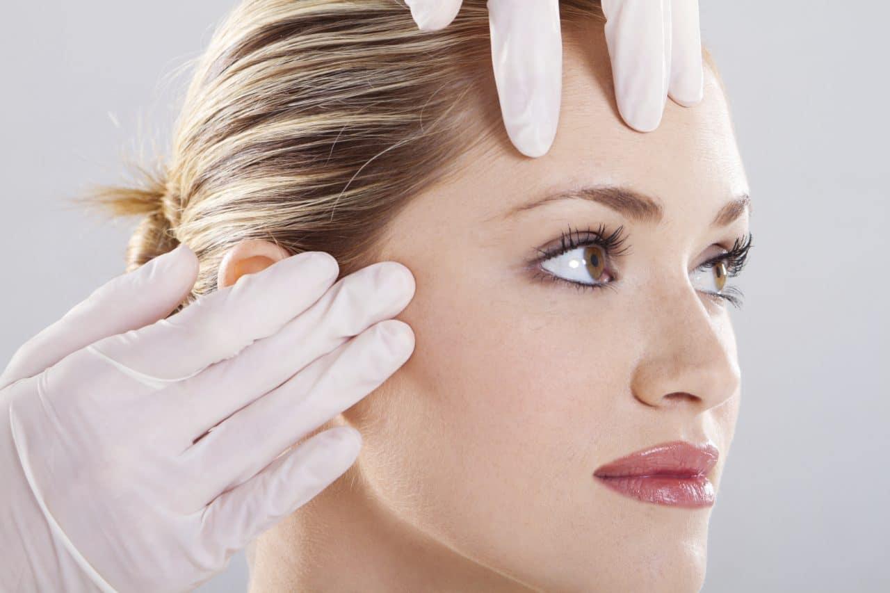 women having an examination for an eyebrow lift